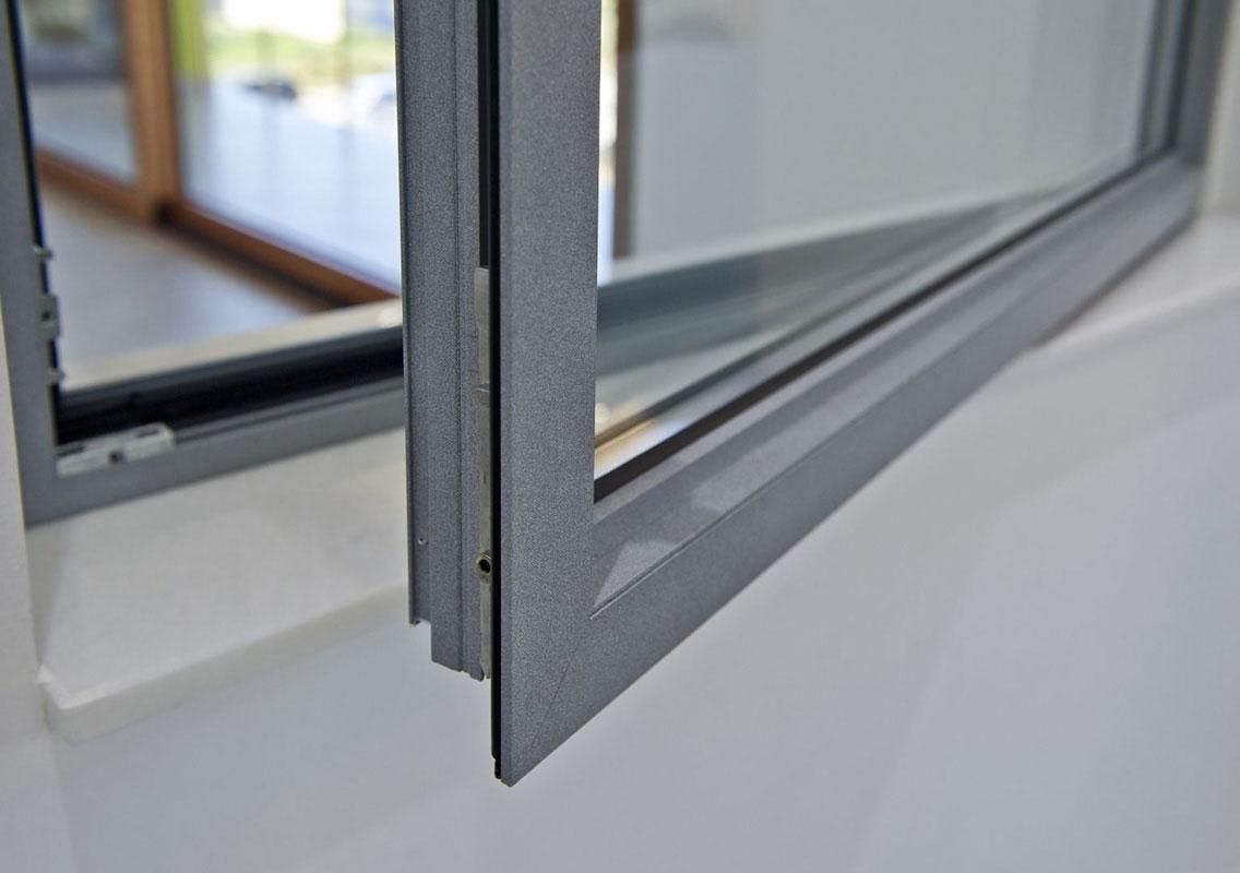 Com 39 fatta una finestra in fissa per - Costruire una finestra in alluminio ...