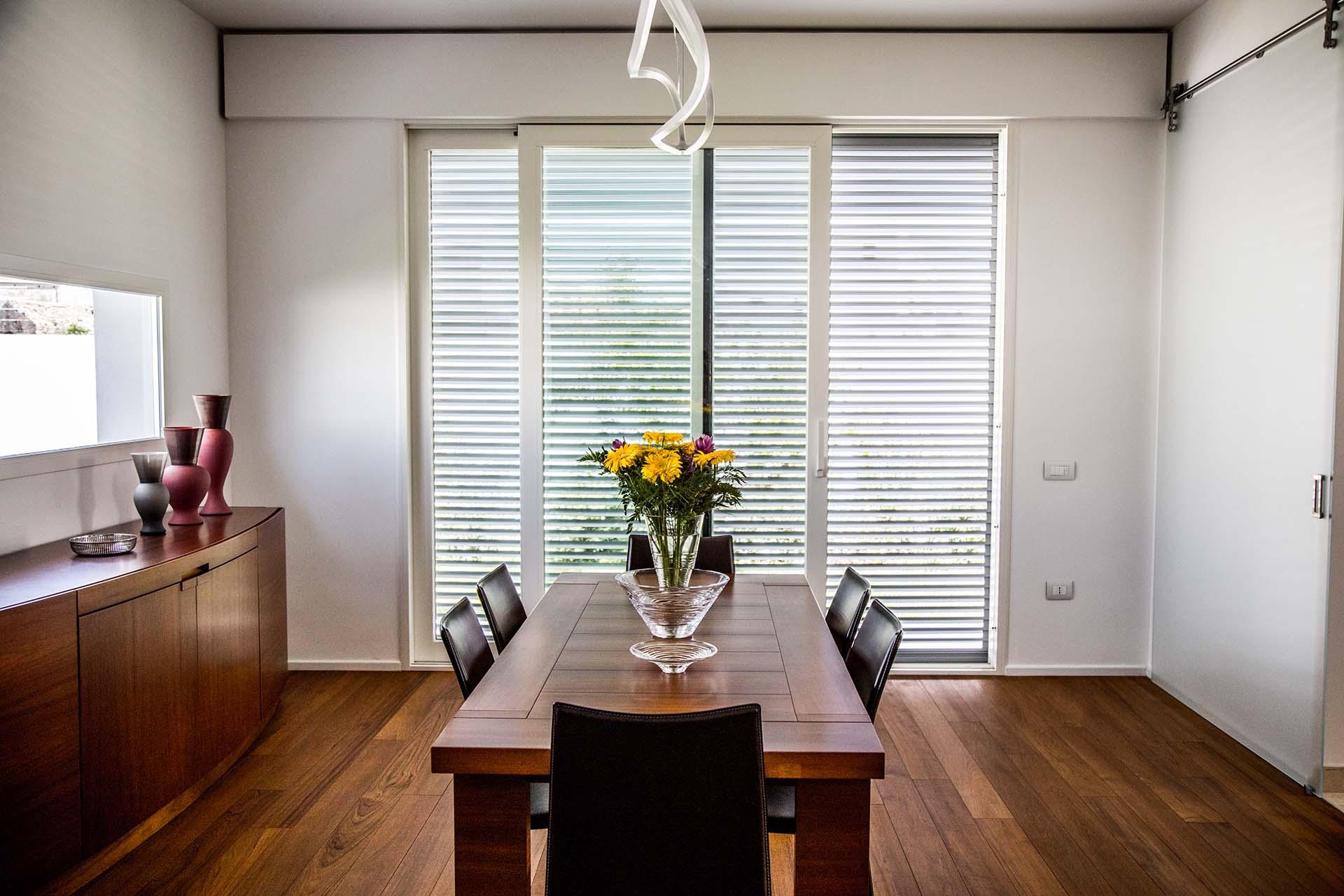Persiane o tapparelle quali infissi scegliere in fissa per for Disegno finestra con persiane